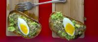 Тосты авокадо с яйцами